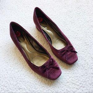 Bandolino Velvet Bow Heels Size 10